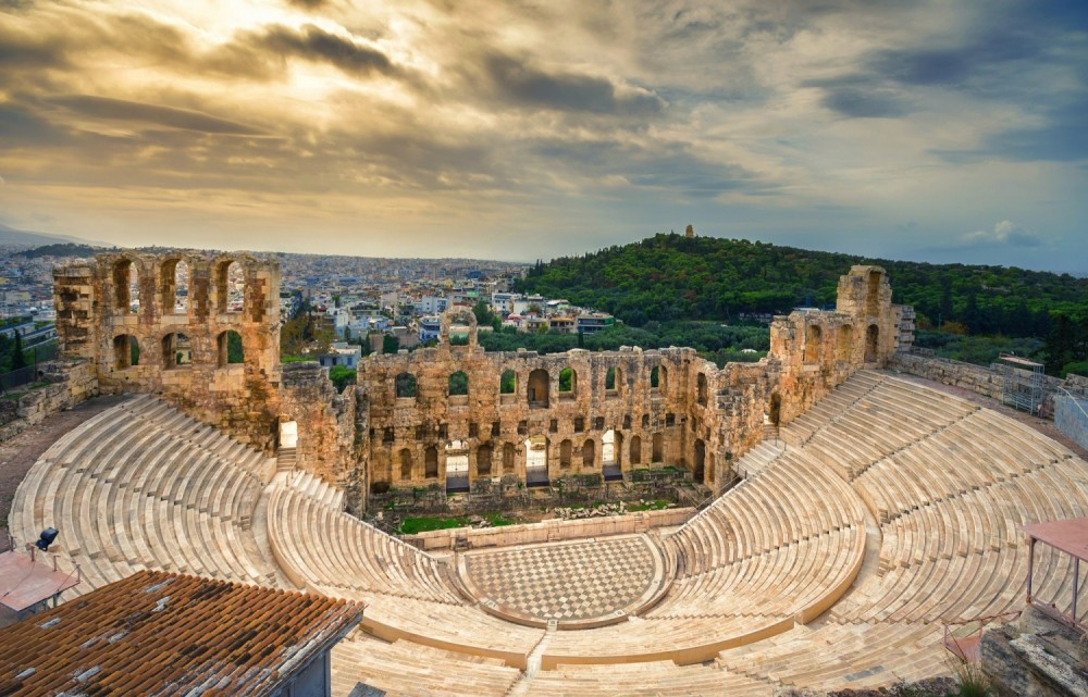 Waiting for the off-season makes traveling to Greece more affordable than ever